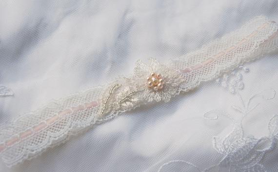 Vintage ivory lace garter;ivory lace bridal garter;ivory and blush garter