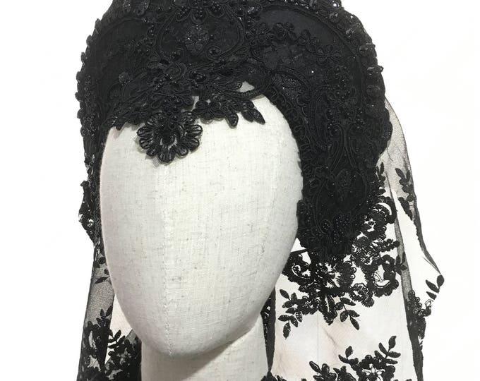 Kokoshnik headdress - gothic tiara - black lace - handmade with back lace veil