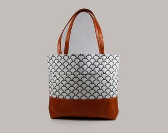 Seashells/Fish Scales/Tote Bag/Shoulder Bag/Purse/Hand Bag/Handbag/Leather/Black Shells