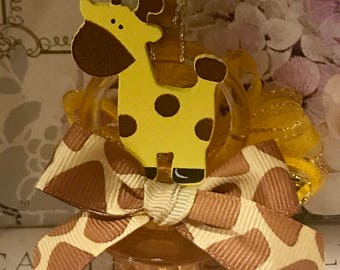 Baby shower pacifier necklaces,pacifiers,pacifier necklaces,safari giraffe,safari baby shower,girafas,chupones,giraffe party favors,yellow