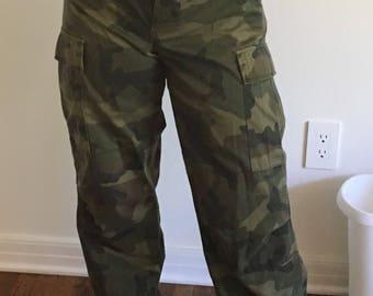 Amazing 90s loose camo pants