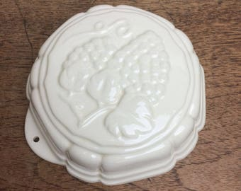 Vintage cream ceramic jelly/jello mould