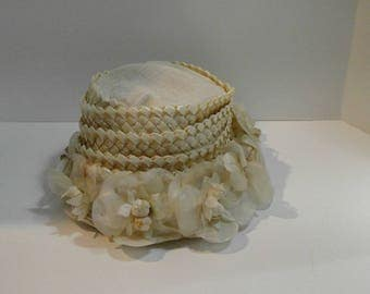 Vintage Ladies Hat, Cream Colored Headpiece, Flowered Hat, Union Made, Women's Millinery