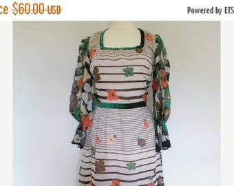 summer sale Vintage maxi dress 1970's Cotton Floral Maxi Dress Small