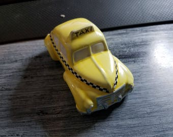 Dept 56  Vintage Taxi Yellow Black/white Checker Cab  51013 stamped 1987 on bottom retired 2000