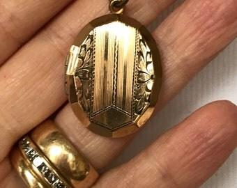 Antique Victorian Gold Filled Locket NBJ3345 ~ Antique Gold Locket ~ Antique Locket ~ Art Deco Locket ~ Art Nouveau Locket