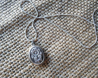LOWER PRICE from 43 to 40 EUR !!!!!!!!!       Antique sterling silver locket with flowers