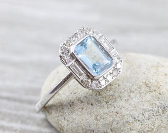 Aquamarine and diamond vintage ring in 18 carat gold for her