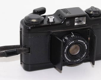 Chinon Bellami 35mm Film Compact Camera with barn doors and flash – c.1981 – Very good condition and tested