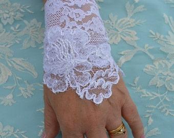 Lace bracelet, cuff wedding lace, wedding bracelet embroidered, white lace bracelet, sleeve wedding chic, chic mitten