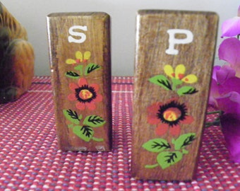Rare Vintage Wood Salt And Pepper Shakers With Red Flower