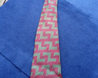 1970's Vintage Green and Burgundy Patterned Tie