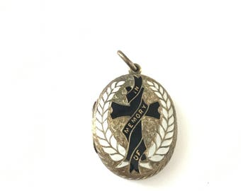Antique Victorian Mourning Locket // In Memory Of Enamel Locket