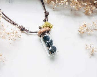 Dust Necklace with moss