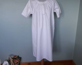 Victorian white cotton nightgown vintage cotton linen chemise. Antique nightdress Medium large size lace edging knee length slip hand sewn
