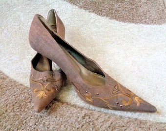 Embroidered Linen Leather Shoes, Beige Genuine Leather w/ Gold embroidered decoration shoes, High Heel Shoes, Kitten Heels, Size 39/ US 8.5