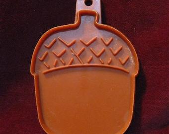 "Brown ACORN NUT COOKIE Cutter 3.75"" Hallmark Cards Plastic Cookie Cutter Vintage 1975 Thanksgiving Treats, Holiday Baking Craft 1114"