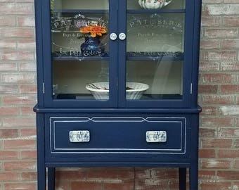 painted furniture, china cabinet, china hutch, french china cabinet, farmhouse style cabinet, chalk painted furniture, distressed furniture,