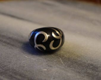 Massive, 925 Sterling silver ring, size 7, 14.38gram, stamped 925, black enamel with beautiful patterns
