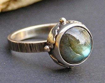 Labradorite and Sterling Silver Ring, Labradorite and Oak Leaves Ring, Oak Leaf Ring, Labradorite Stone Ring, Oak Leaf Design Ring