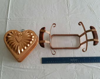 vintage copper casserole holder adjustable carrier & heart shaped jello mold or wall hanging decor - hot food server valentine pyrex baking