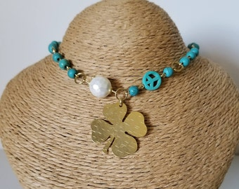 Beautiful necklace with small turquoise and a cute said clover.