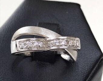 18k white gold ring with Swarovski