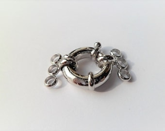 Large clasp in three rows of  silver color