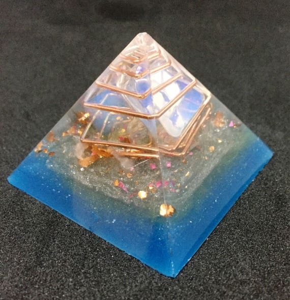 Reiki & Chakra Energy Charging Orgonite Pyramid with LED Base-Connect with your Higher Self and Subconscious- Mental Clarity Orgonite®