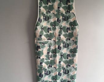 Vintage 1950's Apron, cotton size 10-12, excellent condition.
