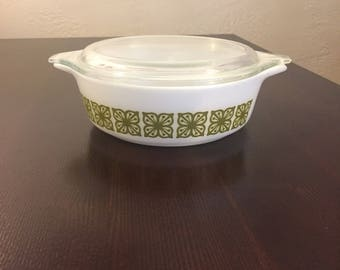 Pyrex Verde Green Square Flowers Casserole with lid 471
