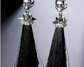 Skull earrings with cotton tassel, rock earrings, gothic earrings, skull earrings