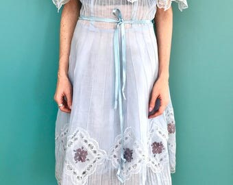 1970s Vintage Mexican dress. Vintage embroidery lace dress. Vintage princess dress. Mexican dress. Mexican style. Cotton dress. Fairy dress