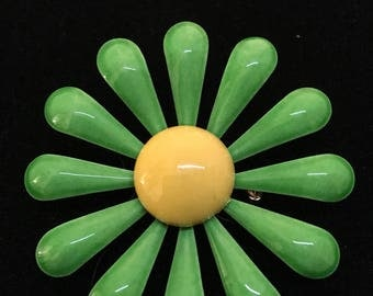 Fun!! Vintage Metal Flower with Green Petals and Yellow Center. Lightweight Pin. FLOWERPOWER