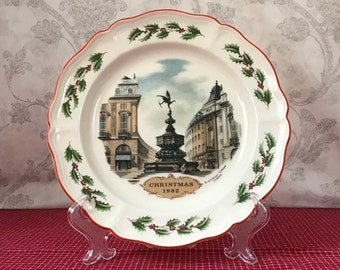 1982 Wedgewood Christmas Plate, Vintage Queens Ware Collectible Plate, Piccadilly Circus, London England, Wedgwood Etruria, Holiday Decor