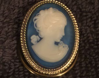 Vintage Blue & White with Gold tone Cameo Scarf Clip