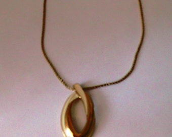 Hollow medallion, white and gold /S 80 Monet necklace