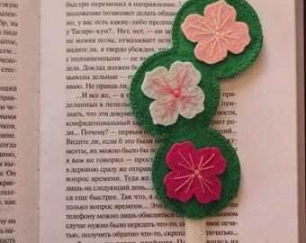 Handmade felt bookmark with elastic, bookmark with flowers