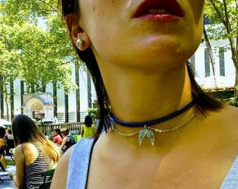 Choker: Wings. Satin violet leather, silver chain and our selected pendant of wings.