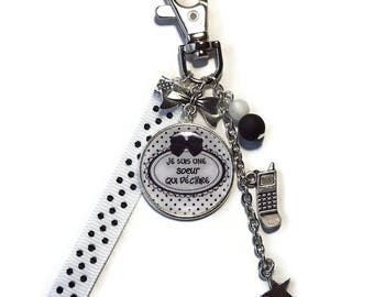 """Keychain / bag charm gift sister black and white """"I'm a sister who rocks"""" personalized"""