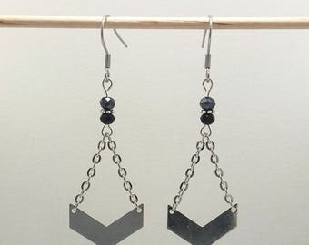 Earrings Silver earrings with Chevron and black beads and silver charms