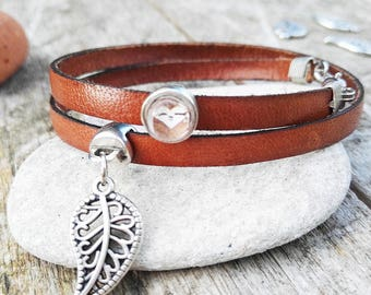 Leather bracelet with leaf pendant and sloth-Cabochonstein