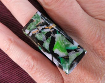 "76 ""rectangle green, black and gold"" ring"