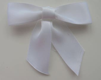 gros noeud en satin blanc  90*90mm