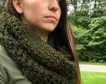 Handmade - Crochet Infinity Scarf - Hunter Green - SOFT - Double loop - CHUNKY