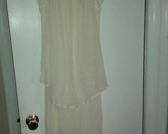 Val Mode tiered nightgown