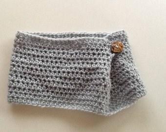 An elegant cowl crocheted in light gray