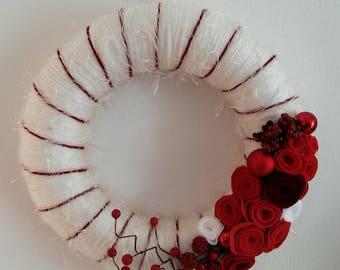 Door wreath, wool felt, wall decor, home decor, Christmas wreath, red-white, deco wreath, handmade, Gift, Gift for her, Christmas