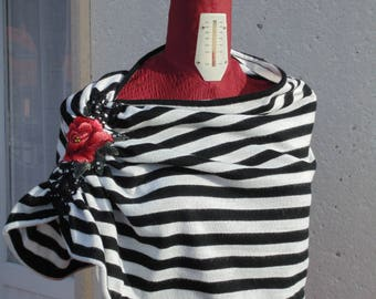 Striped cape with BABAYAGA red flower