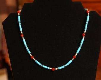 Short necklace in turquoise and orange agate